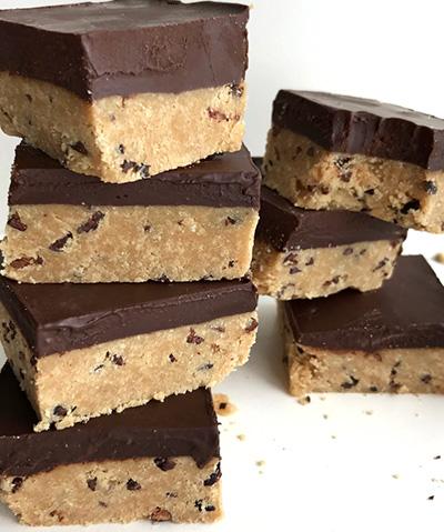 Fondant Protéiné au Chocolat, beurre de Cacahuète & Caramel Mou cru